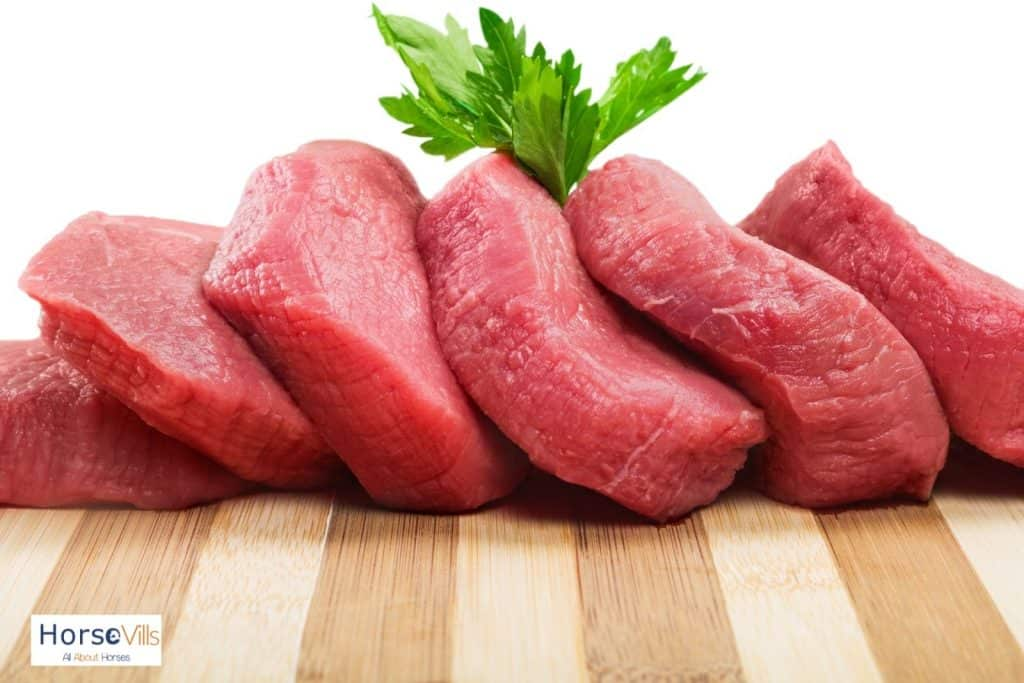 fresh meats with parsley on top: is meat safe for horses?